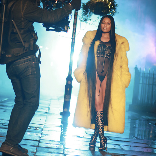 Behind The Scenes Of Nicki Minaj No Frauds Video Shoot Featuring Drake & Lil Wayne