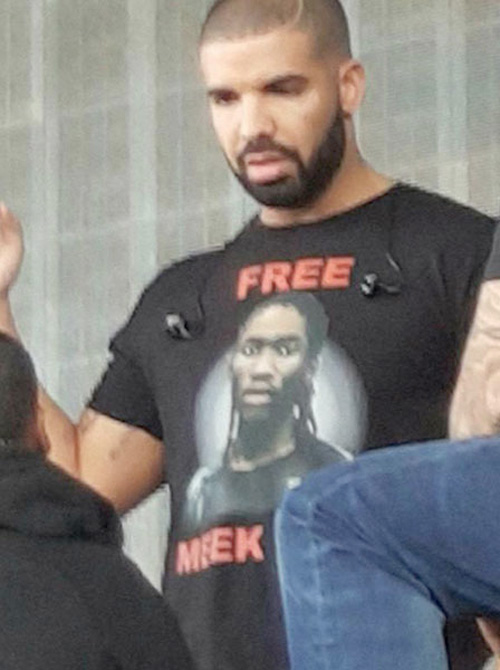 Drake Rocks A Free Meek Mill T-Shirt Backstage At 2015 OVO Fest In Toronto