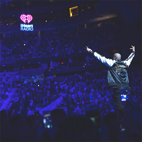 Drake Performs Controlla & More Songs Live At The 2016 iHeartRadio Music Festival