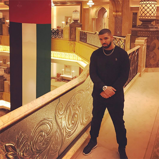 Drake Wins 4 Awards At The 2016 American Music Awards