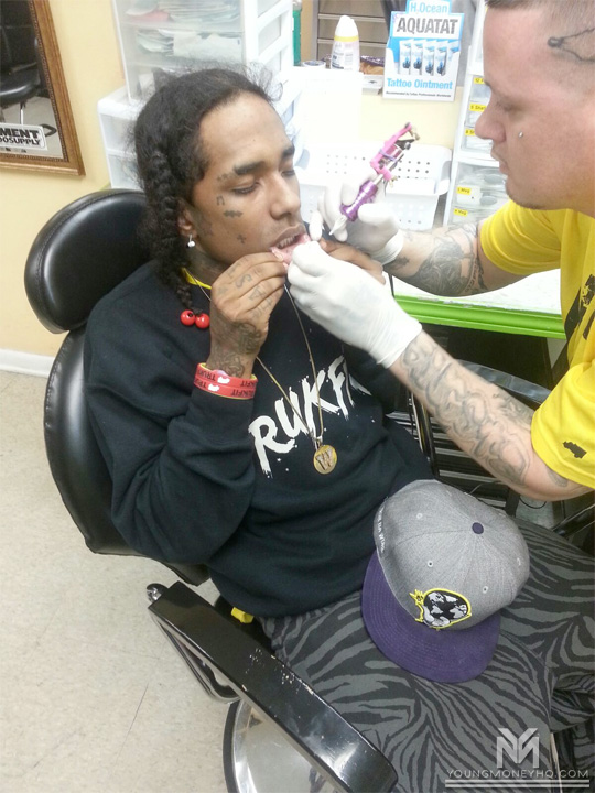 Lil Wayne Lip Tattoo: Flow Adds New Tattoos To His Face [Pictures]