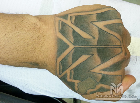 Flow gets the young money logo tattooed on his hand for Ink flow tattoo
