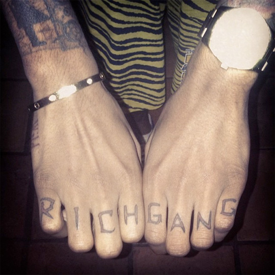 Lil Twist Gets Rich Gang Tattooed Across His Knuckles