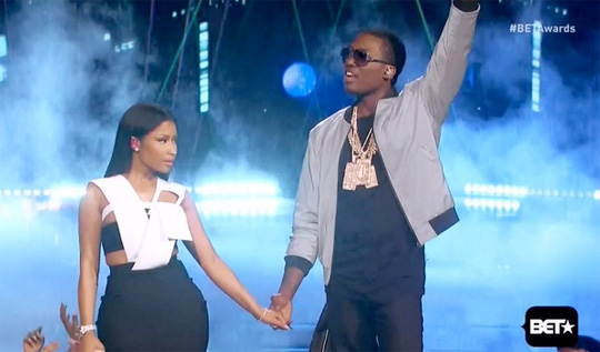 Nicki Minaj Wins Best Female Hip Hop Artist At 2015 BET Awards, Performs Live With Meek Mill & Chris Brown