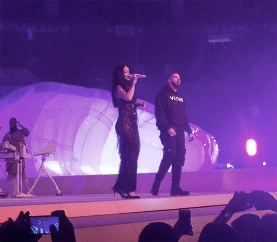 Rihanna Brings Out Drake To Perform Work, One Dance & Jumpman Live In Toronto