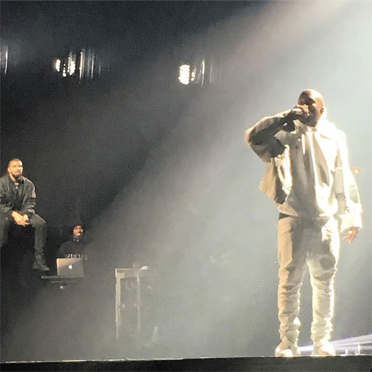 Drake Brings Out Kanye West In Chicago To Perform Pop Style Live