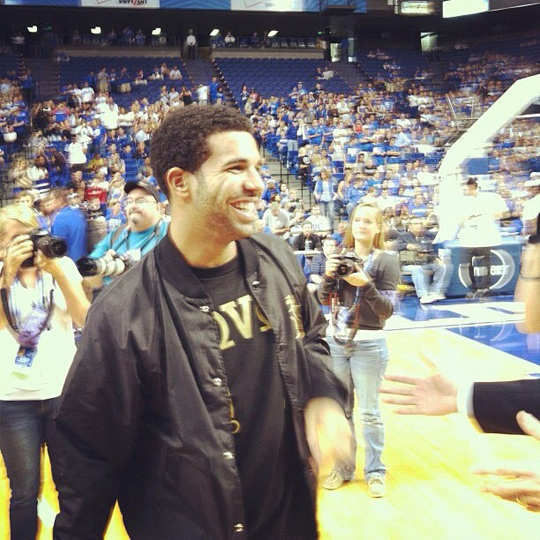 Drake Coaches The Kentucky Wildcats Charity Game