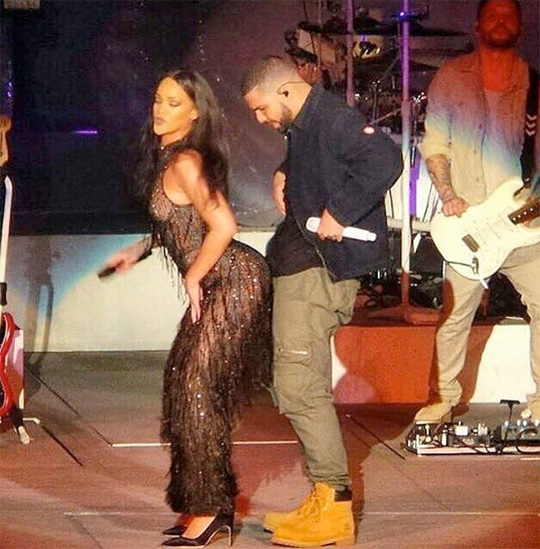 Rihanna Brings Out Drake To Perform Work, One Dance & Jumpman Live In Los Angeles